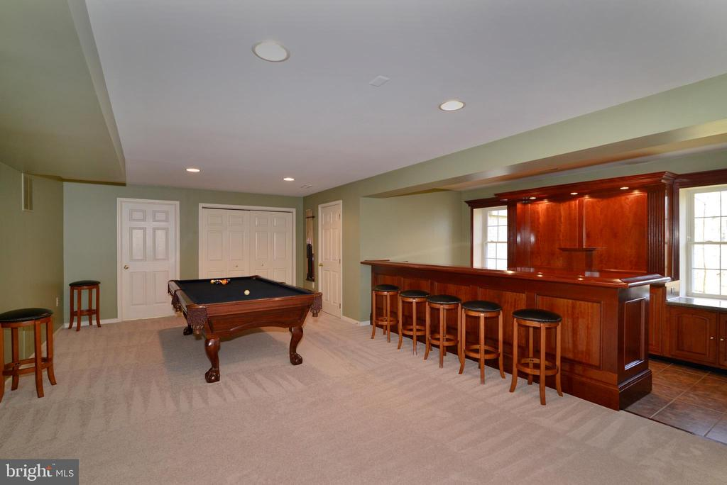 Large rec room with fabulous custom cherry bar - 1439 HARLE PL SW, LEESBURG