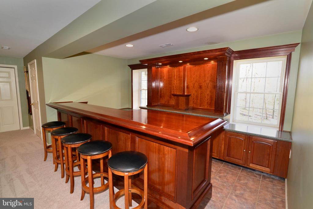 Look at all the bar seating! Gorgeous bar! - 1439 HARLE PL SW, LEESBURG