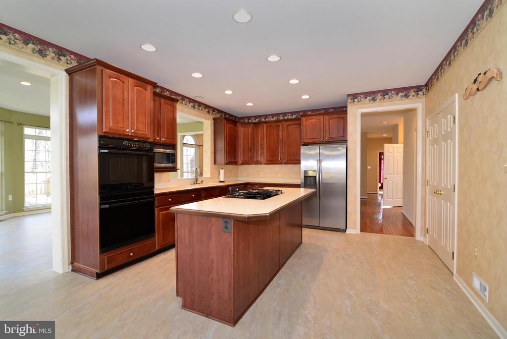 Plenty of cabinetry and counter space - 1439 HARLE PL SW, LEESBURG