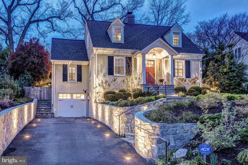 Spectacular, embedded lighting in driveway & wall - 2366 N OAKLAND ST, ARLINGTON