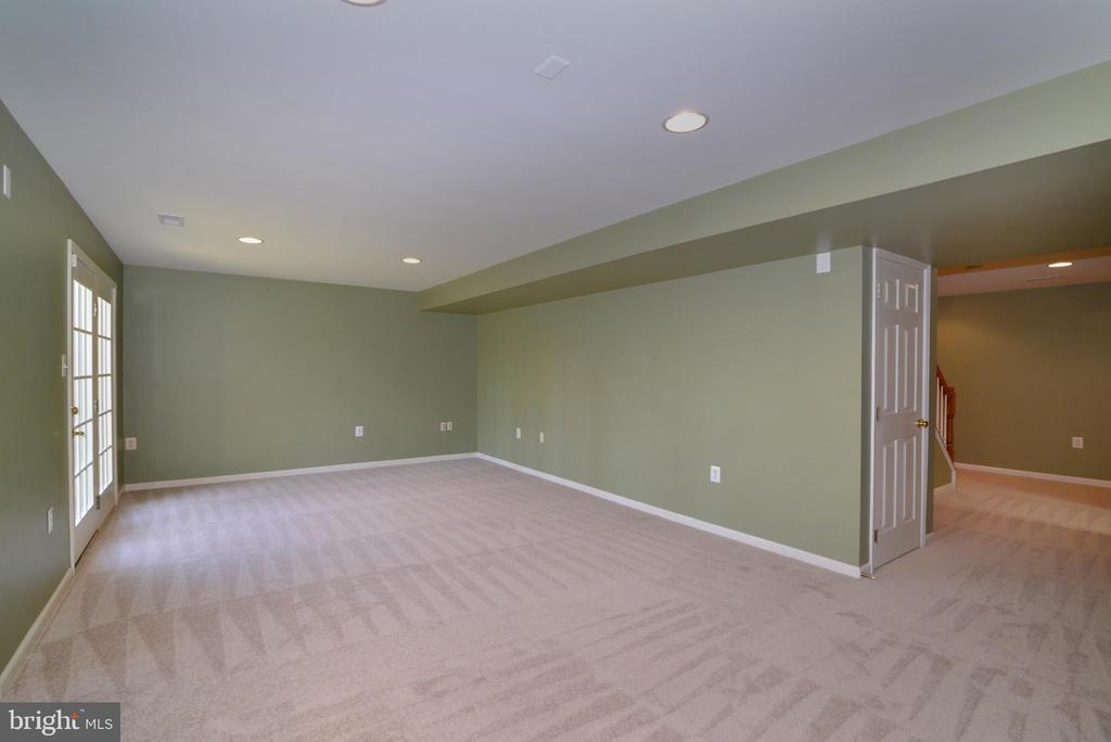 Walk out lower level - 1439 HARLE PL SW, LEESBURG