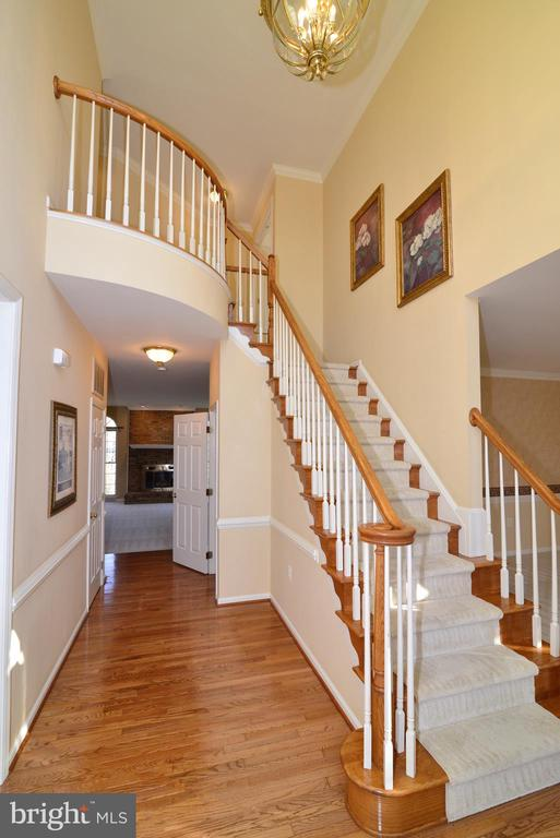 Beautiful stairway to upper level - 1439 HARLE PL SW, LEESBURG