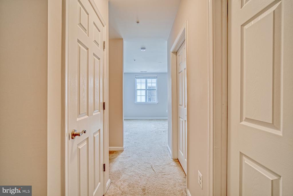 NEW CARPETING BEING INSTALLED ON 4/8/20! - 21228 MCFADDEN SQ #414, STERLING