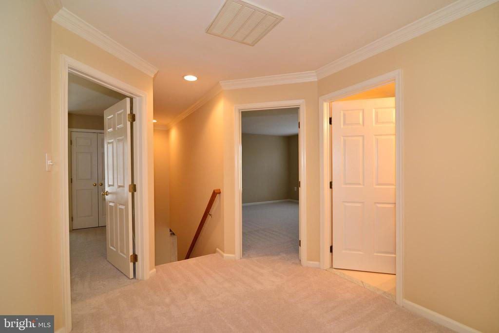 Upper level hallway with back stairs to kitchen - 1439 HARLE PL SW, LEESBURG