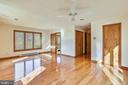 Main level master with walk in closet - 41635 STUMPTOWN RD, LEESBURG
