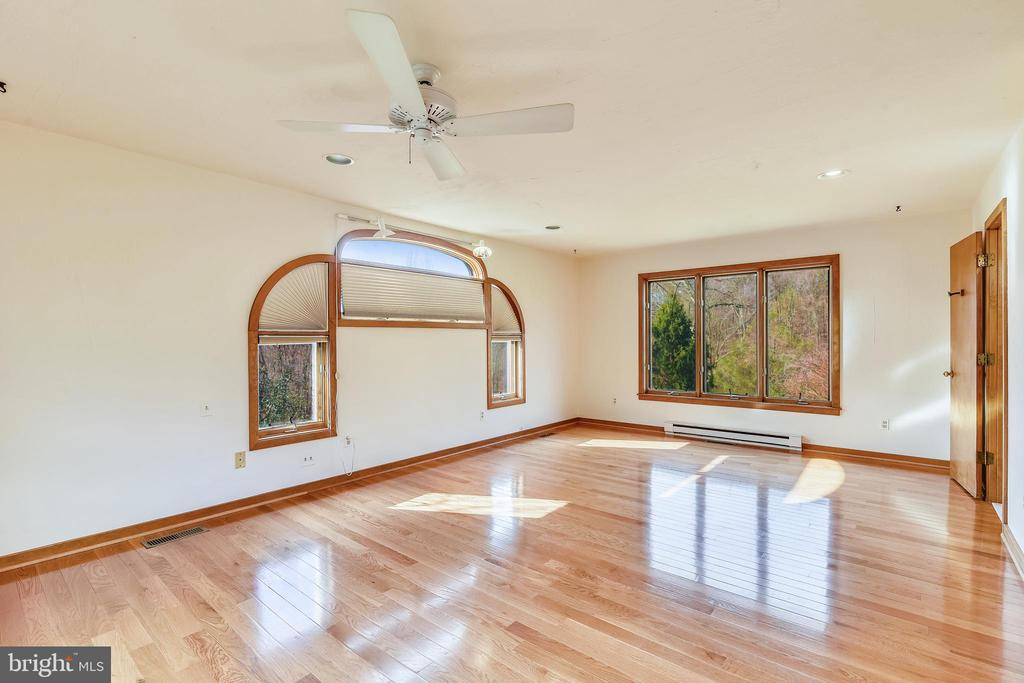 Main level master suite with VIEWS! - 41635 STUMPTOWN RD, LEESBURG
