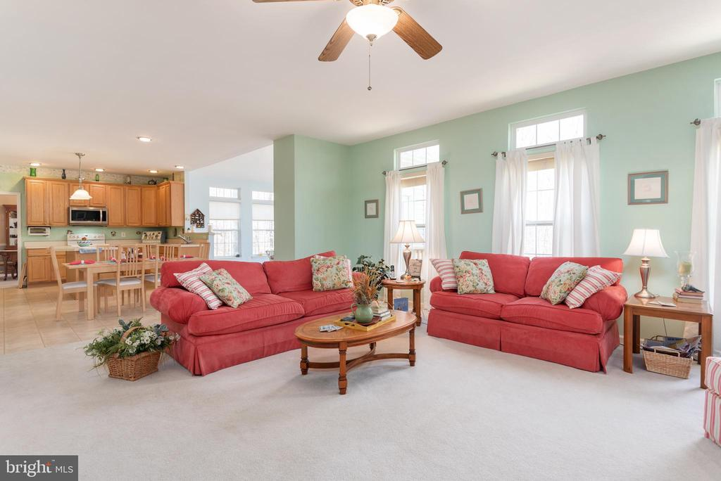 View to kitchen and sunroom from family room - 28 FIREBERRY BLVD, STAFFORD