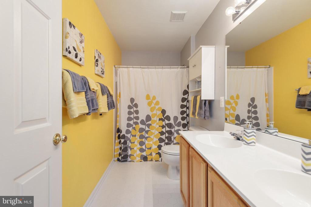 Upper full bathroom with tub shower, double sinks - 28 FIREBERRY BLVD, STAFFORD