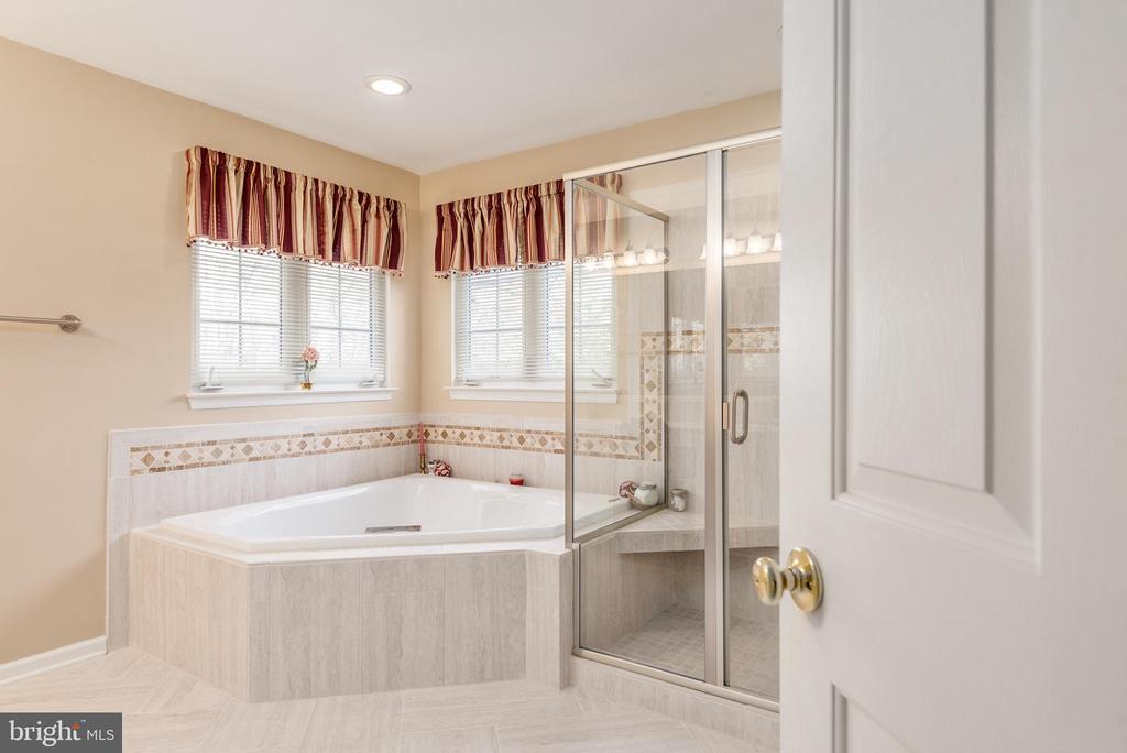 Completely remodeled master bathroom - 28 FIREBERRY BLVD, STAFFORD