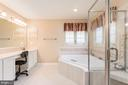 Soaking tub, glass enclosed shower - 28 FIREBERRY BLVD, STAFFORD