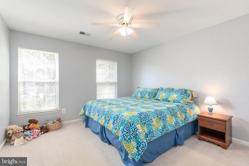 Bedroom #3 faces front of the home w/ ceiling fan - 28 FIREBERRY BLVD, STAFFORD