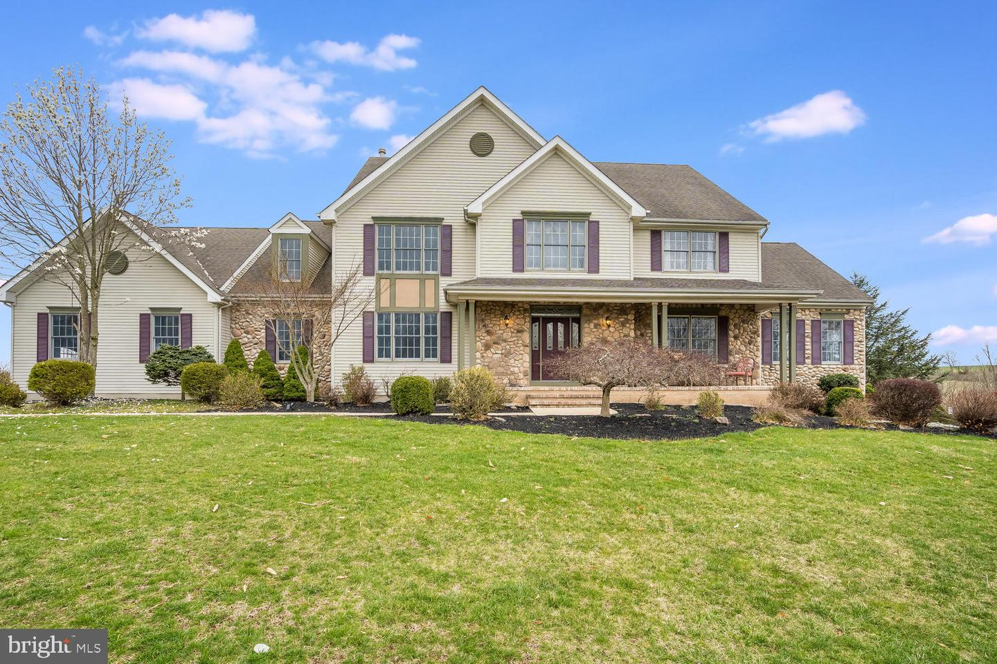 Single Family Homes vì Bán tại 25 PATRICK HENRY Place Ringoes, New Jersey 08551 Hoa Kỳ