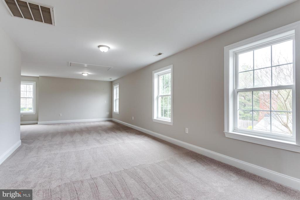 New grey carpet throughout here and lower level - 8012 BAINBRIDGE RD, ALEXANDRIA