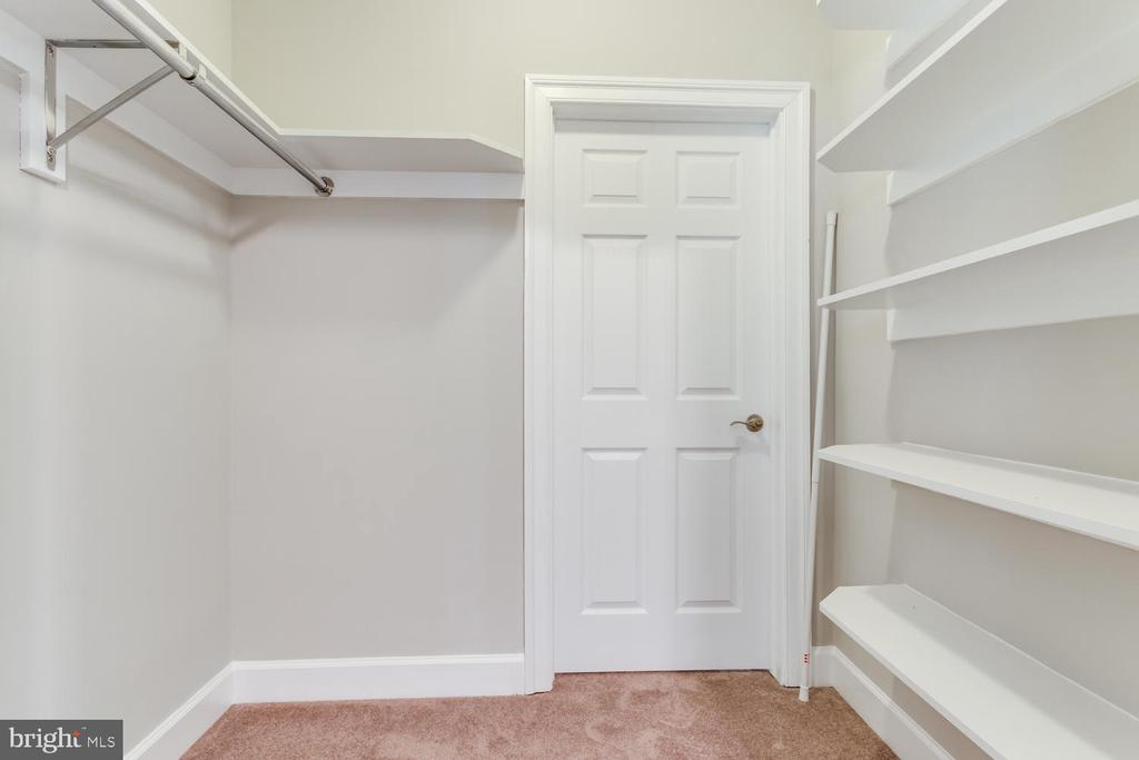 Racks and shelves - 8012 BAINBRIDGE RD, ALEXANDRIA