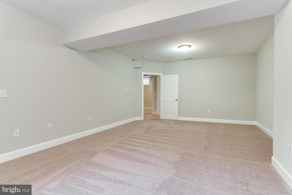 Enormous lower level fifth bedroom - 8012 BAINBRIDGE RD, ALEXANDRIA