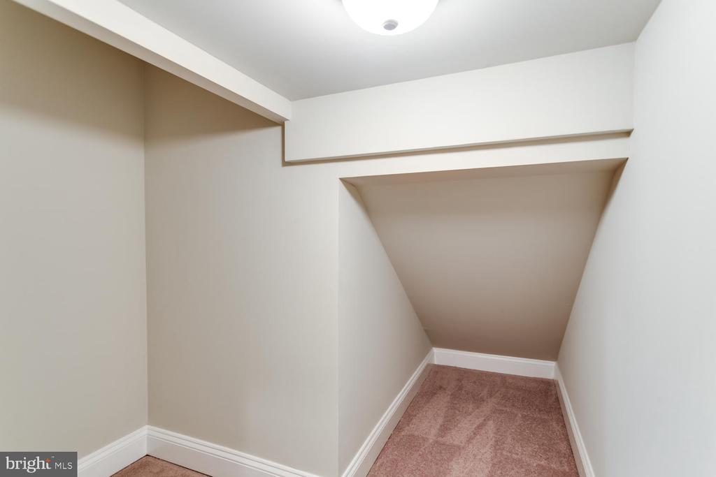 Another storage closet under the stairs - 8012 BAINBRIDGE RD, ALEXANDRIA