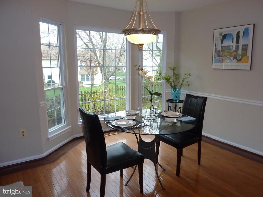Walk in bay window adds to airy feeling - 13192 ROVER GLEN CT, HERNDON