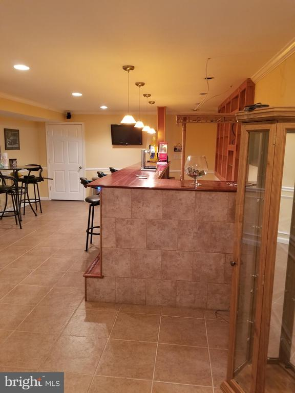 This bar, all i can say is WOW! - 21 SLATE DR, FREDERICKSBURG