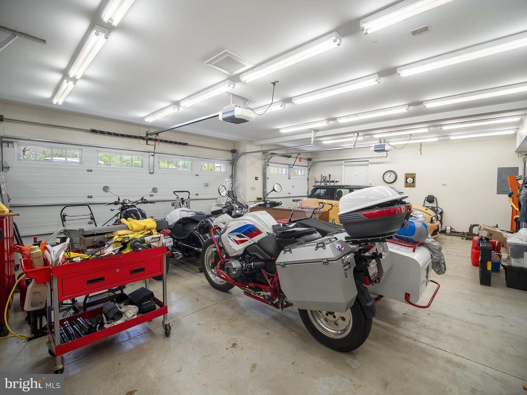 3 car-garage - 915 MCCENEY AVE, SILVER SPRING