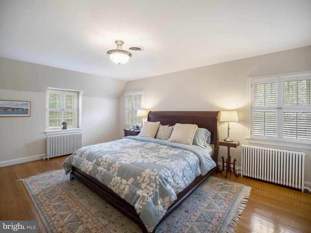 Bedroom 2 on upper-level - 915 MCCENEY AVE, SILVER SPRING