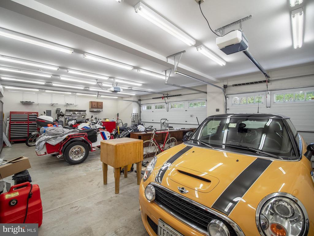 Huge garage with work room - 915 MCCENEY AVE, SILVER SPRING