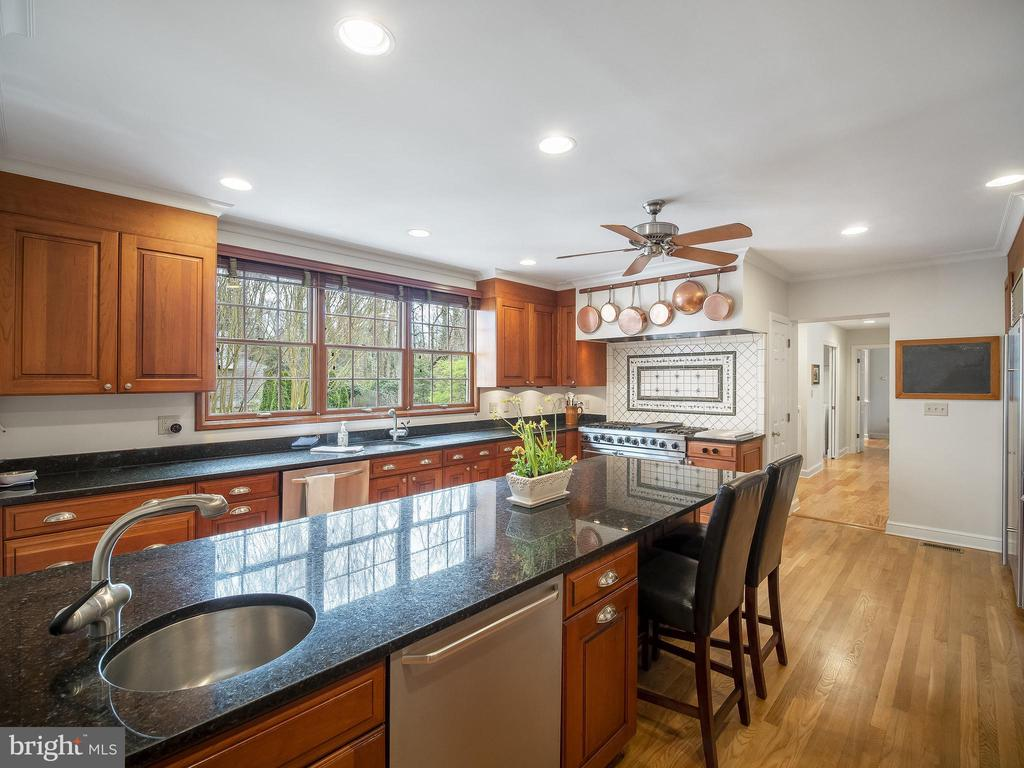island with prep sink - 915 MCCENEY AVE, SILVER SPRING