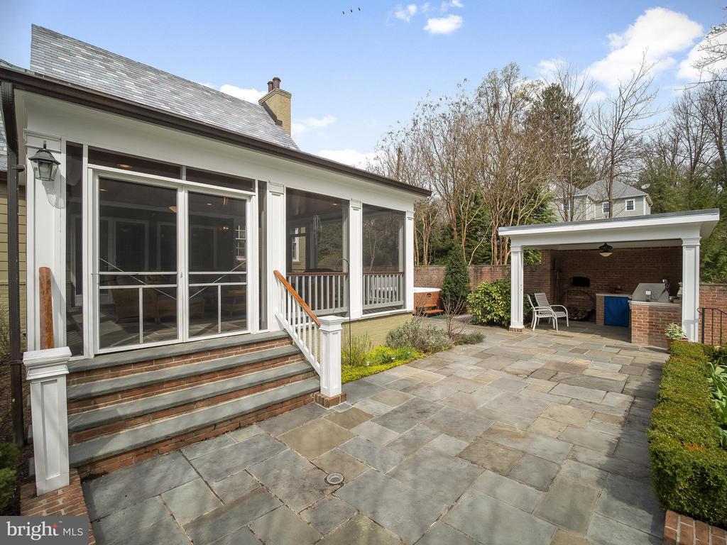 screened in porch (backyard) - 915 MCCENEY AVE, SILVER SPRING