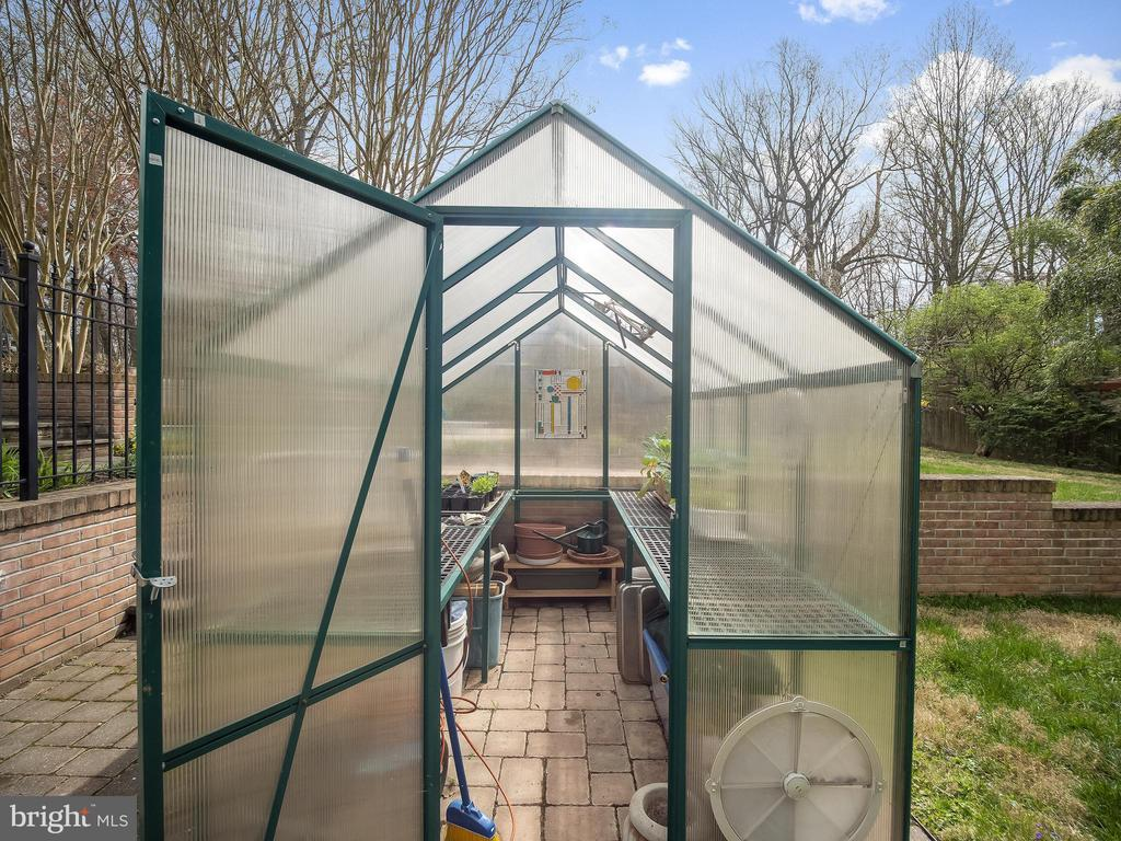 Small greenhouse is very handy - 915 MCCENEY AVE, SILVER SPRING