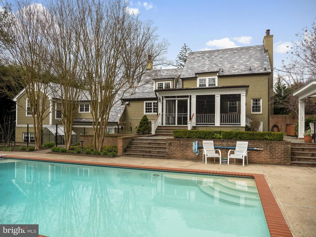 Heated saltwater pool - 915 MCCENEY AVE, SILVER SPRING