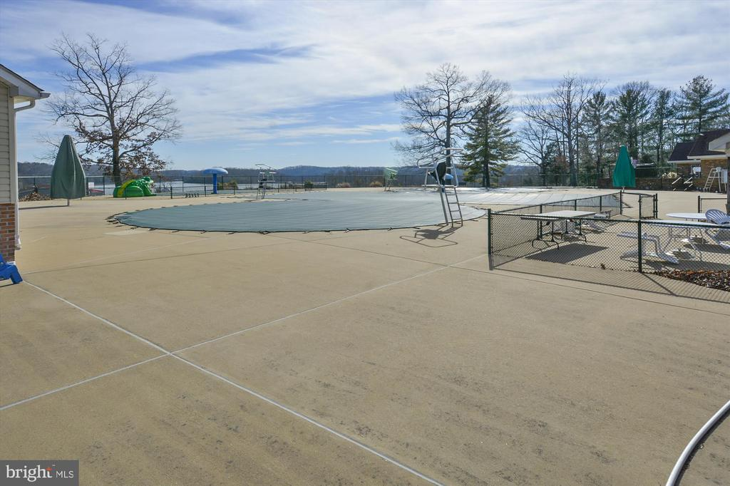 The pool will be open soon! - 2026 FARRAGUT DR, STAFFORD