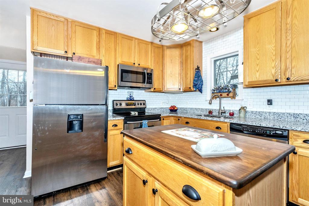 Stainless appliances - 8354 HORNETS NEST RD, EMMITSBURG