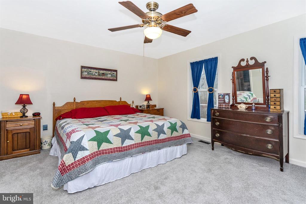 Main level master bedroom - 8354 HORNETS NEST RD, EMMITSBURG