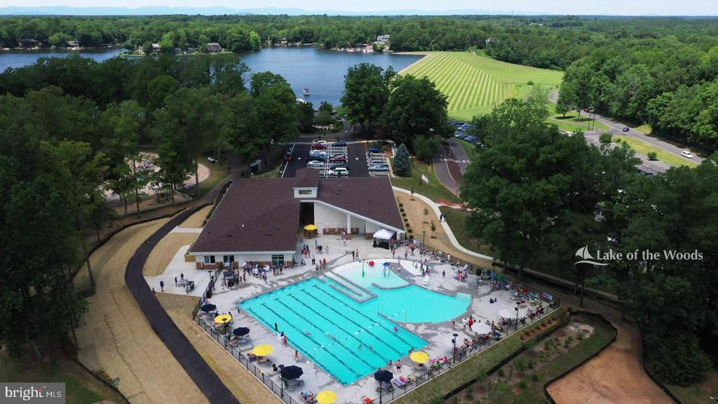 State of the art swimming pool - 111 APPLEVIEW CT, LOCUST GROVE