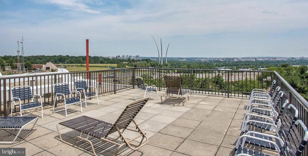 Rooftop Deck  - watch fireworks on July 4 - 1300 ARMY NAVY DR #1012, ARLINGTON