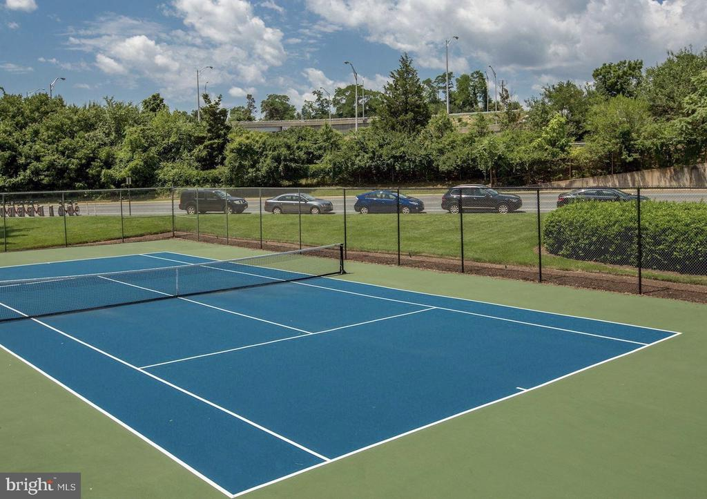 Tennis Court for Residents & Guests - 1300 ARMY NAVY DR #1012, ARLINGTON