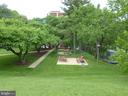 Picnic area with tables & grills - 1300 ARMY NAVY DR #1012, ARLINGTON