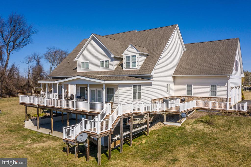 Over 9000 finished sq. ft! - 40319 CHARLES TOWN PIKE, HAMILTON