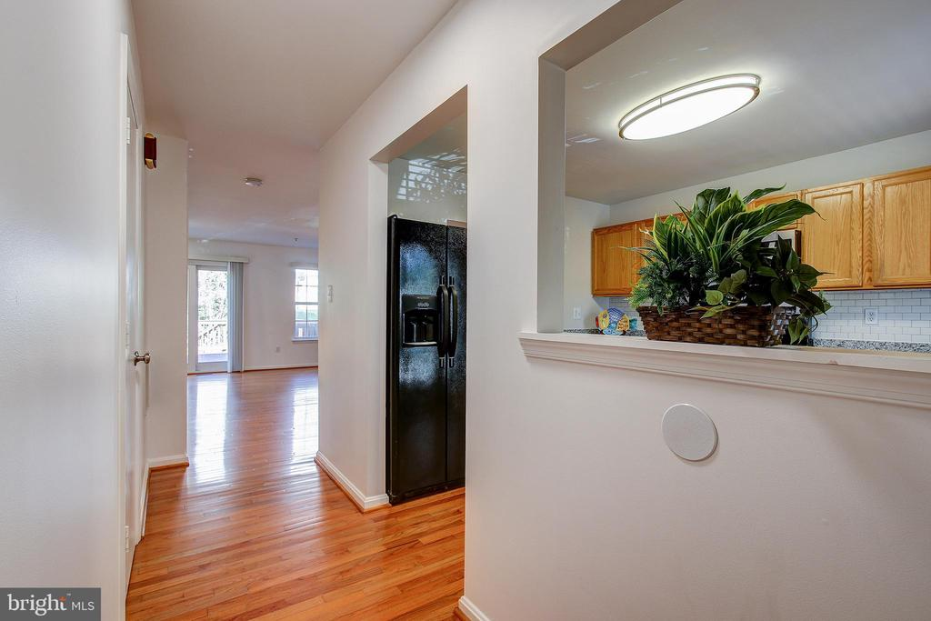 Entry Foyer- view into Kitchen area - 20353 MILL POND TER, GERMANTOWN