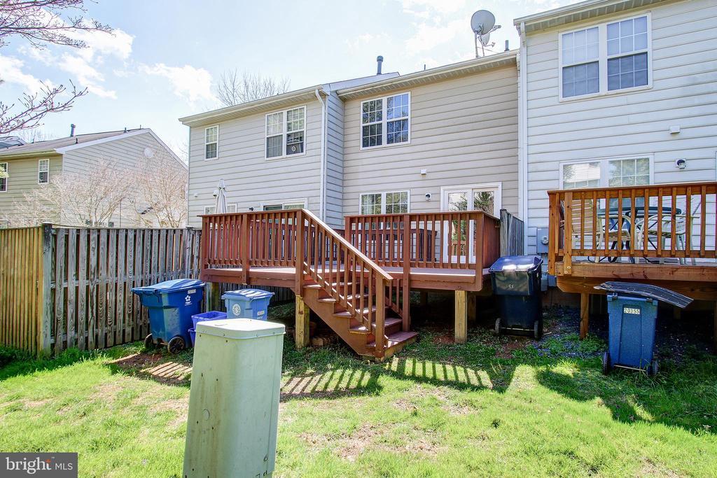Backyard Deck - 20353 MILL POND TER, GERMANTOWN