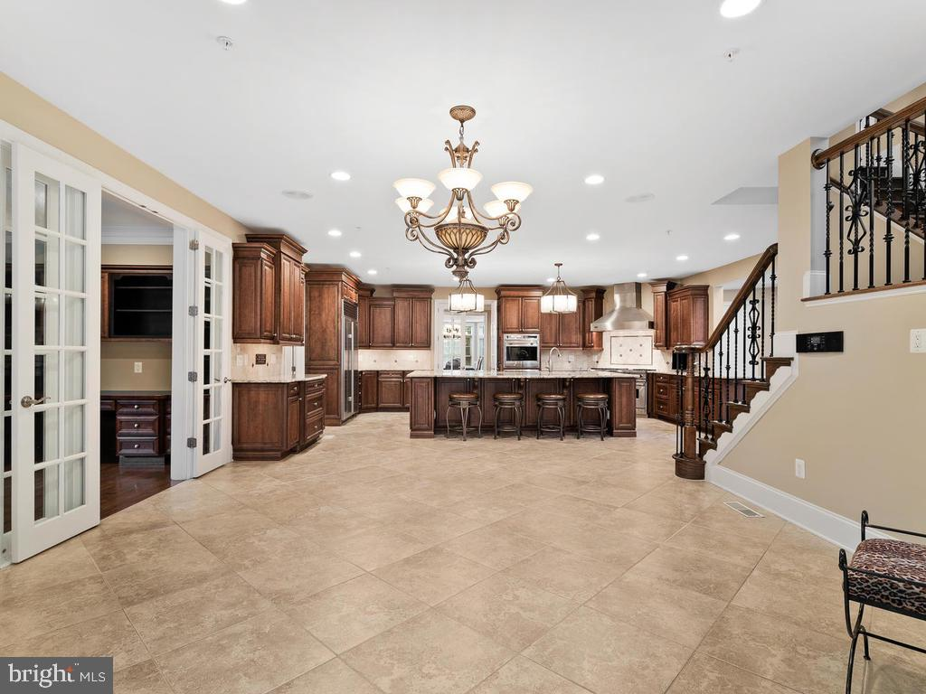 KITCHEN(  WITH BREAKFAST AREA) - 10801 WINDCLOUD CT, OAKTON