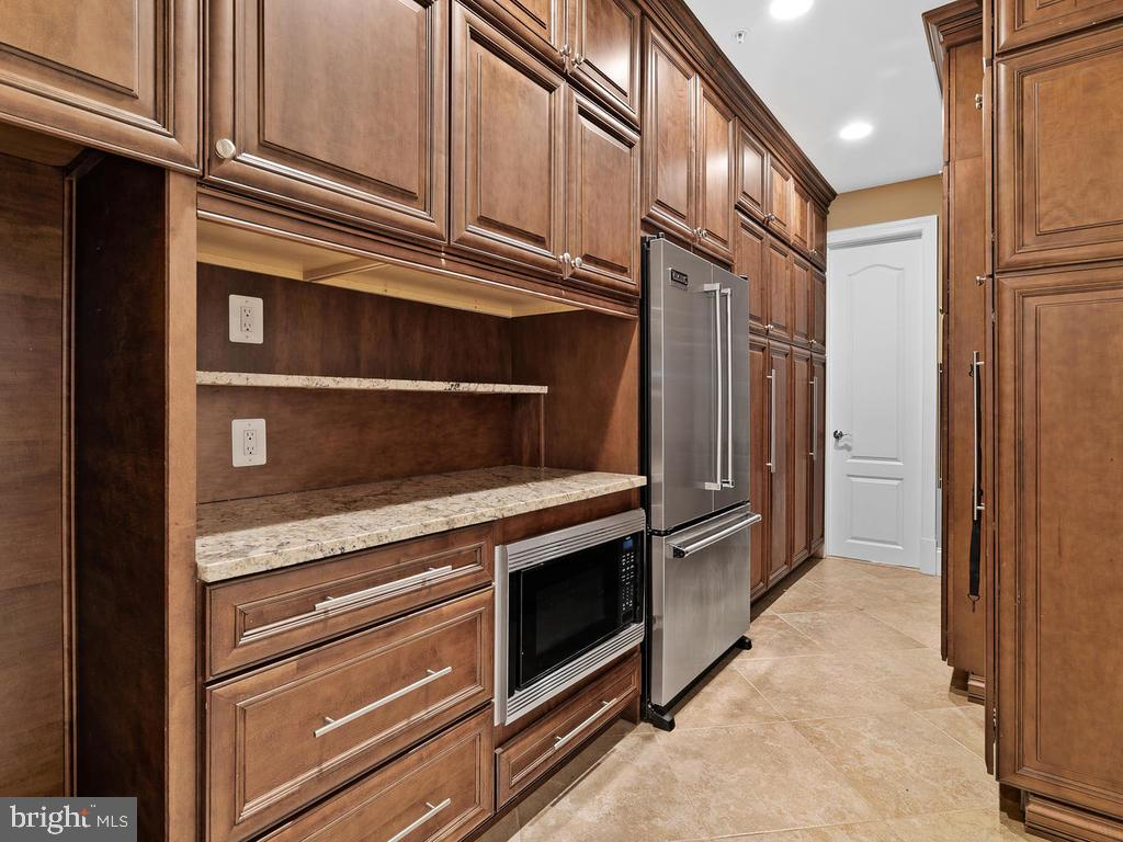 BUTLERS PANTRY  ROOM  NEXT TO KITCHEN - 10801 WINDCLOUD CT, OAKTON