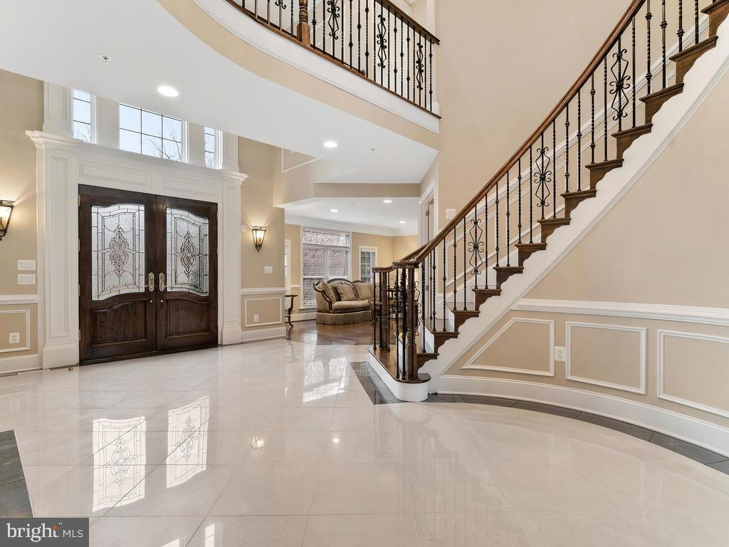 CUSTOM FLOORS +  MULTIPLE LAYERS OF MOLDINGS !!! - 10801 WINDCLOUD CT, OAKTON
