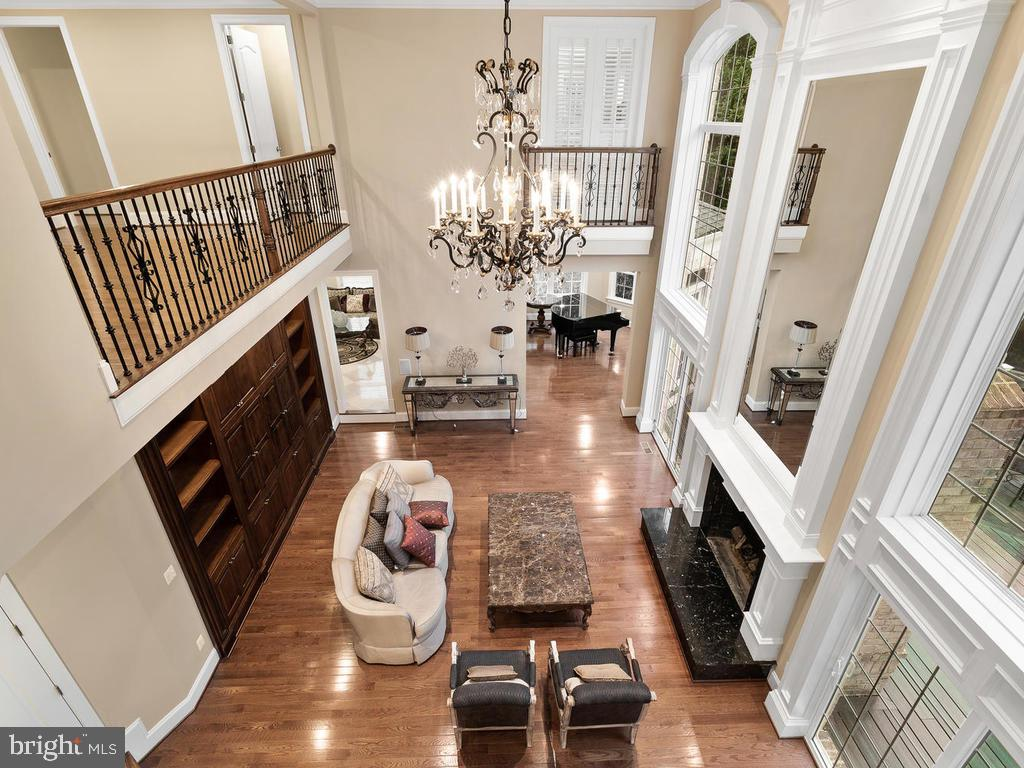 FAMILY ROOM --- HIGH CEILING - 10801 WINDCLOUD CT, OAKTON