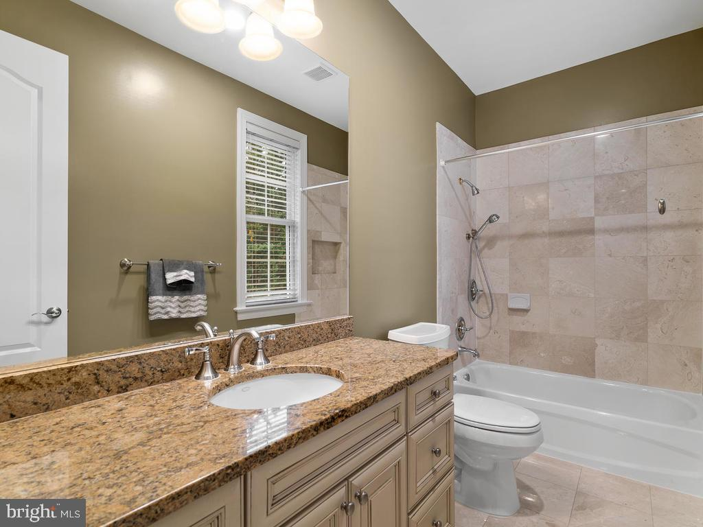 3RD BEDROOM  CUSTOM  BATHROOM - 10801 WINDCLOUD CT, OAKTON