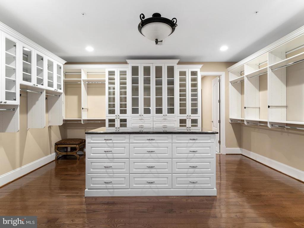 C-U-S-T-O-M  BUILT-IN CABINET(MASTER BEDROOM) - 10801 WINDCLOUD CT, OAKTON