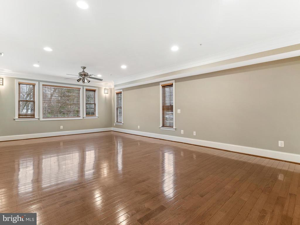 HUGE 2ND BEDROOM WITH FULL BATHROOM - 10801 WINDCLOUD CT, OAKTON