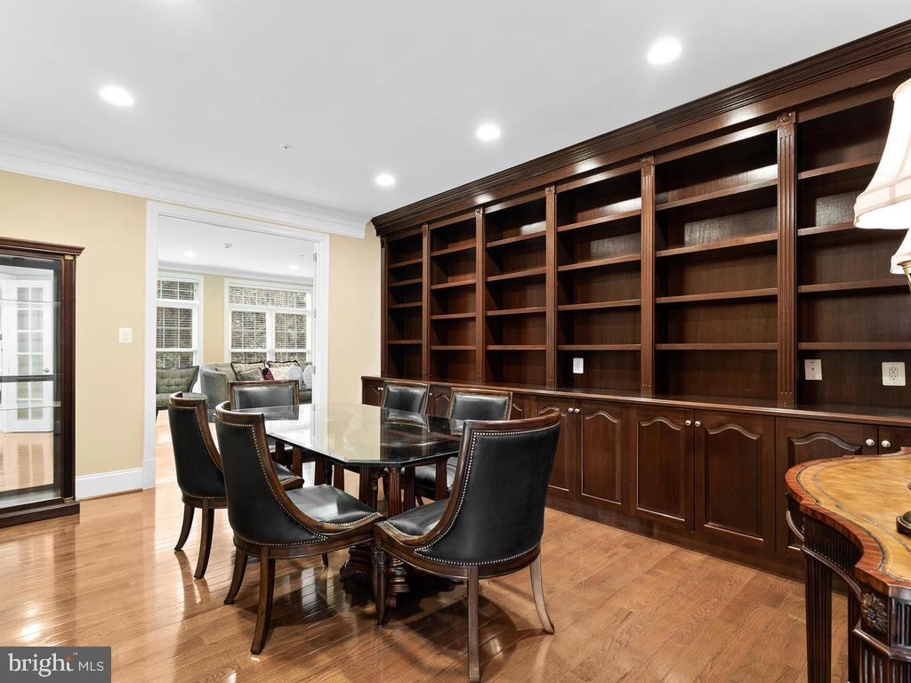 MAIN LEVEL(2ND OFFICE) WITH BUILT IN CABINETS - 10801 WINDCLOUD CT, OAKTON