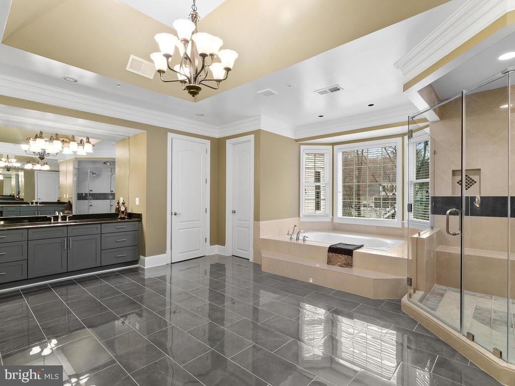 MASTER BATHROOM - 10801 WINDCLOUD CT, OAKTON