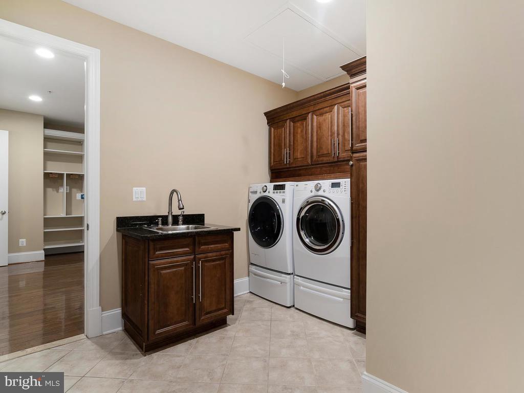 HUGE  UTILITY ROOM(NEXT TO MASTER BEDROOM  ) - 10801 WINDCLOUD CT, OAKTON