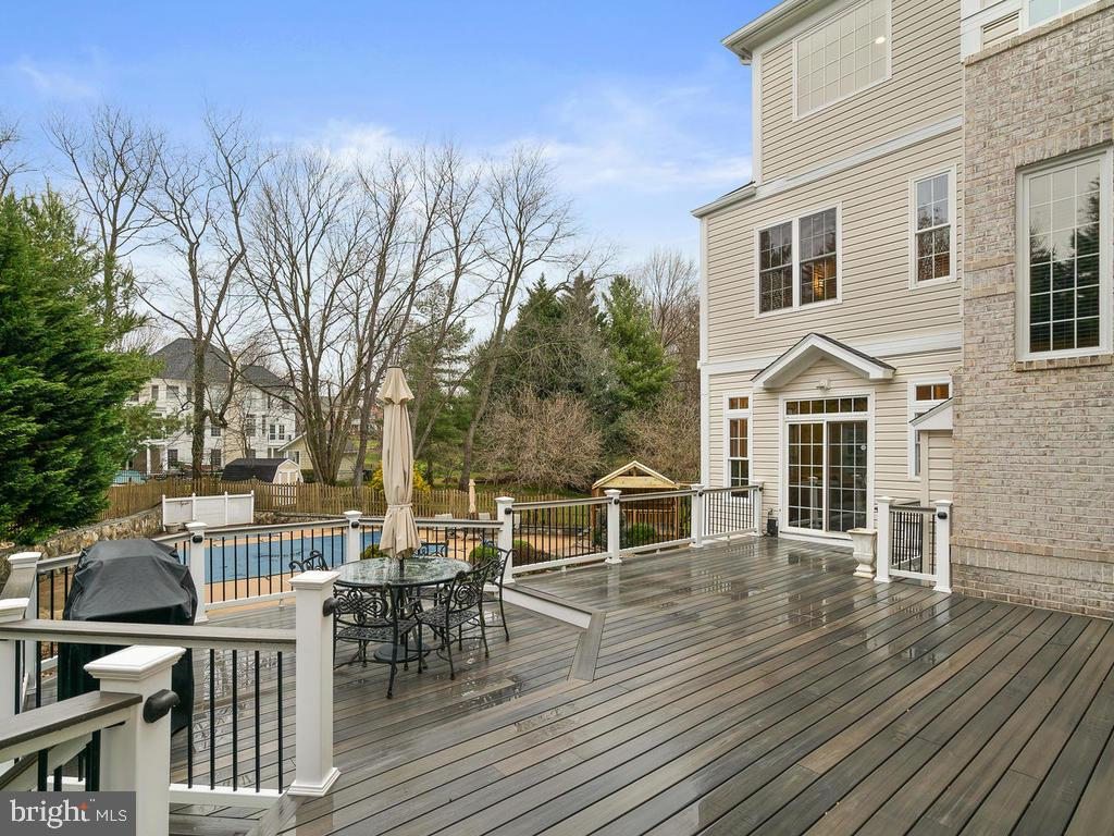NEW DECK - 10801 WINDCLOUD CT, OAKTON